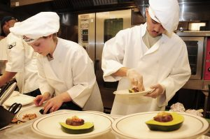 Jungkoch/-köchin / Commis de Cuisine